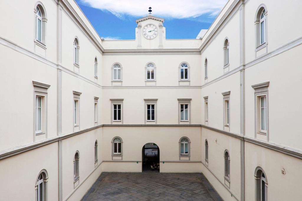 Cortile interno del museo Madre di Napoli.