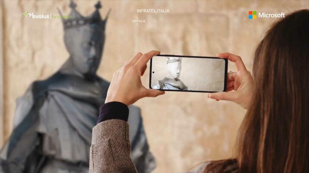 Visitatrice all'interno dell'HoloMuseum di Castel del Monte